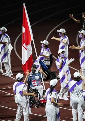 Brent Lakatos carried the flag for Canada at the Closing Ceremony as the Tokyo 2020 Paralympic Games came to an end on Sunday. PHOTO: Dave Holland/Canadian Paralympic Committee (CNW Group/Canadian Paralympic Committee (Sponsorships))